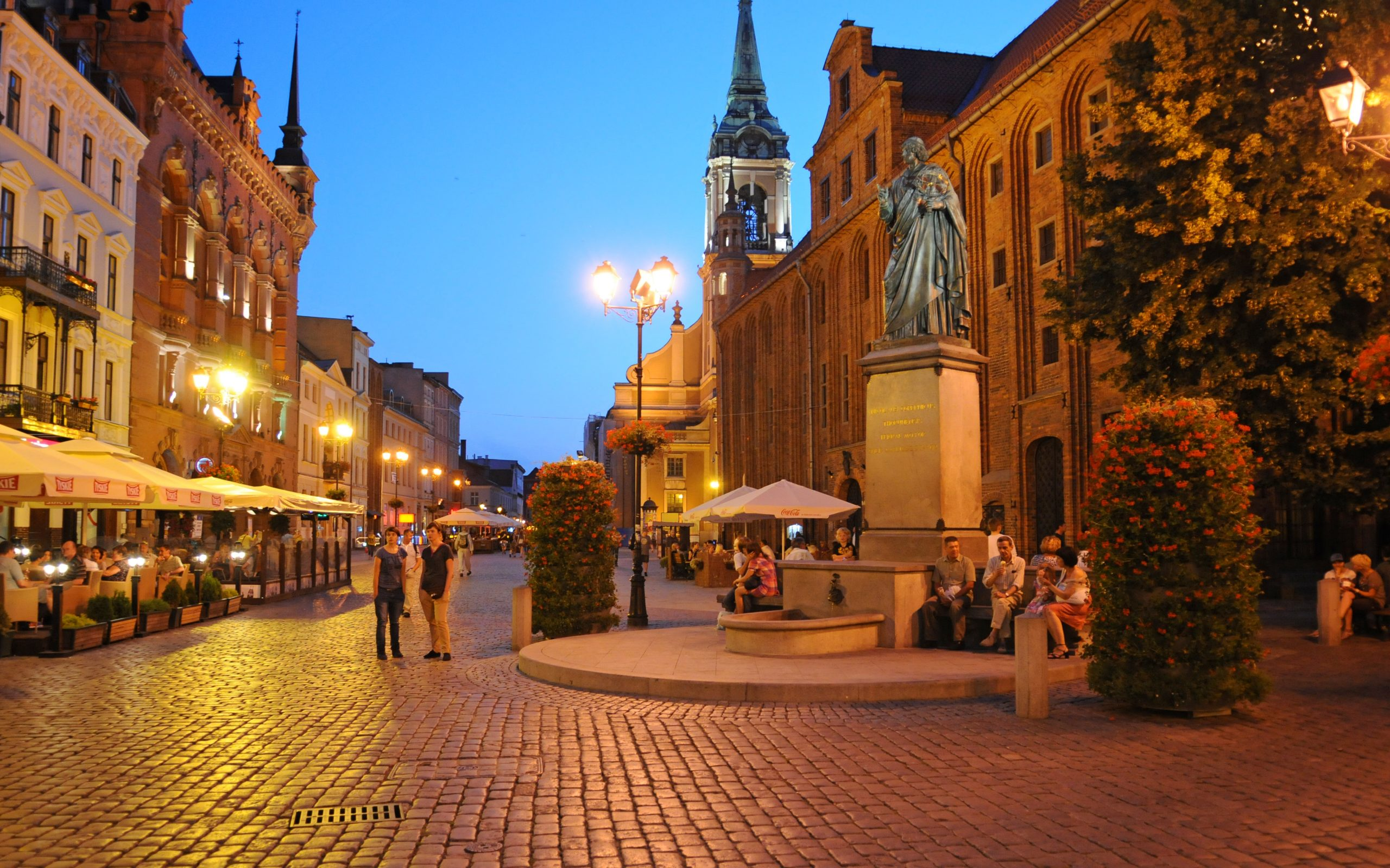 tourn is a beautoful Polish city in the summer time